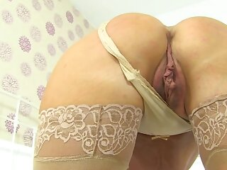 Mature matriarch with small confidential squirts during solo