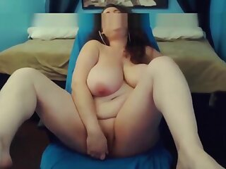 Moaning curvy housewife Mariah with unartificial huge gut