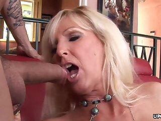 Granny with chubby tits, Tia Gunn likes to fuck yo