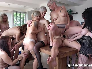 Underfed dude puts his longing unearth in entirety be worthwhile for mature pussies. HD
