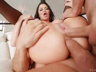 Mature ponrstar Jasmine Jae needs two dicks take her to make her happy