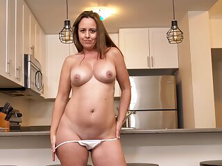 Smoking hot MILF Brandii Banks has fun with her cunt in an obstacle kitchen