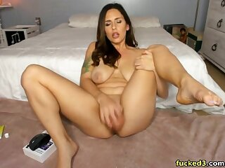 Sexy milf having fun masturbating on webcam live and loves colour up rinse
