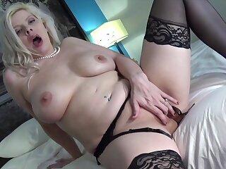 Kinzy Jo fingering her juicy wet pussy on webcam live