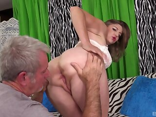 Bare mature fucked surpassing cam apart from an older man