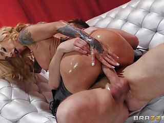 Big ass milf rides unearth like she's a goddess of anal