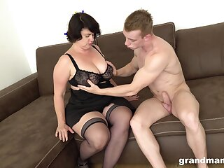 Mature chubby dame picks up young baffle for cash