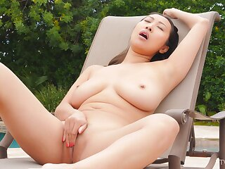 Large natural tits model Sharon spreads her legs to masturbate