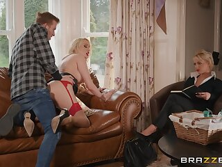 Saleswoman Amber Jayne fucks a customer in front of a trainee