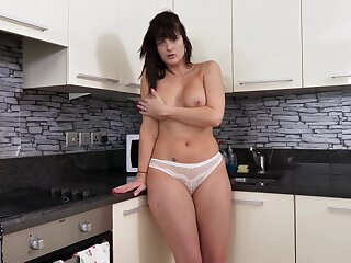 Super sexy MILF with exquisite curves and wide hips loves masturbating