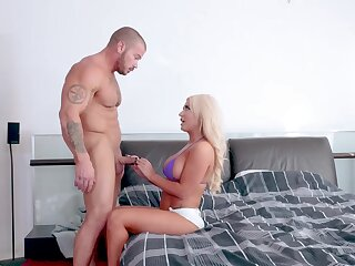 Light-complexioned MILF wants the onus of this guy's dick in the brush fanny