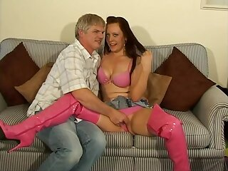 Ill chick Niki makes a dick disappear in her parsimonious pussy