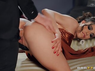 Giant Xxx Model Makes It With Be passed on Well Hung British Fucker With Giant Model