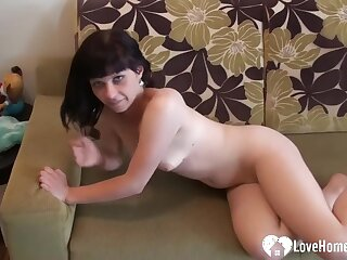 Juicy Booty Babe Loves To Tune