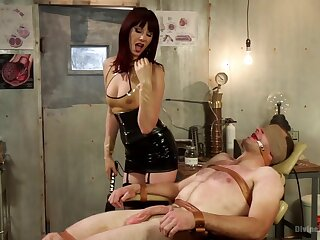 And Strapon Anal Sex With Water-closet Smith And Maitresse Madeline
